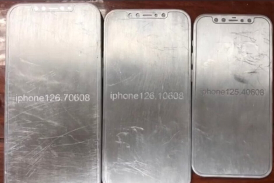 Take a look at these molds showing off the classic design of the 5G Apple iPhone 12 line