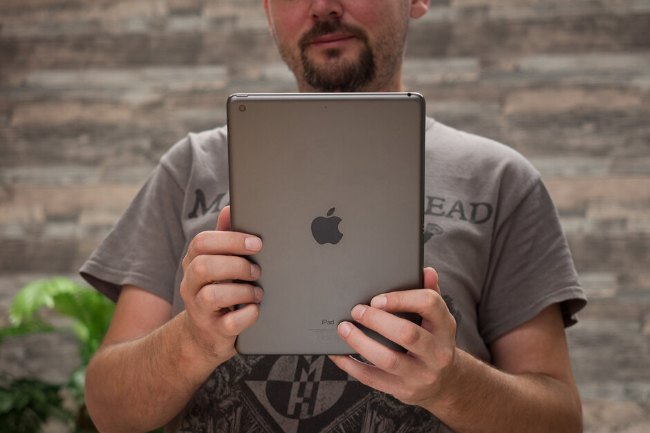 New 10.8-inch iPad and 8.5-inch iPad Mini coming with 20W charger inside box